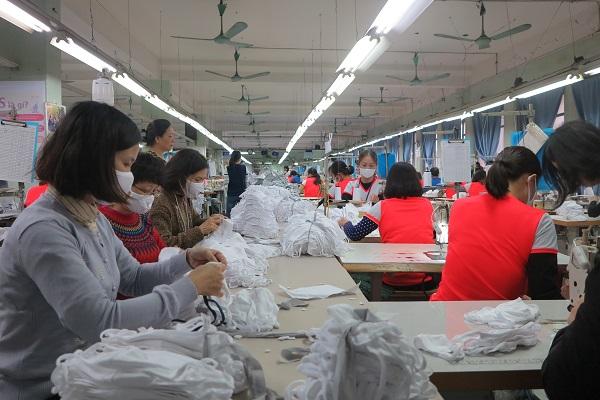 Doanh nghiệp Việt tập trung sản xuất khẩu trang vải kháng khuẩn trước nhu cấu thị trường tăng cao