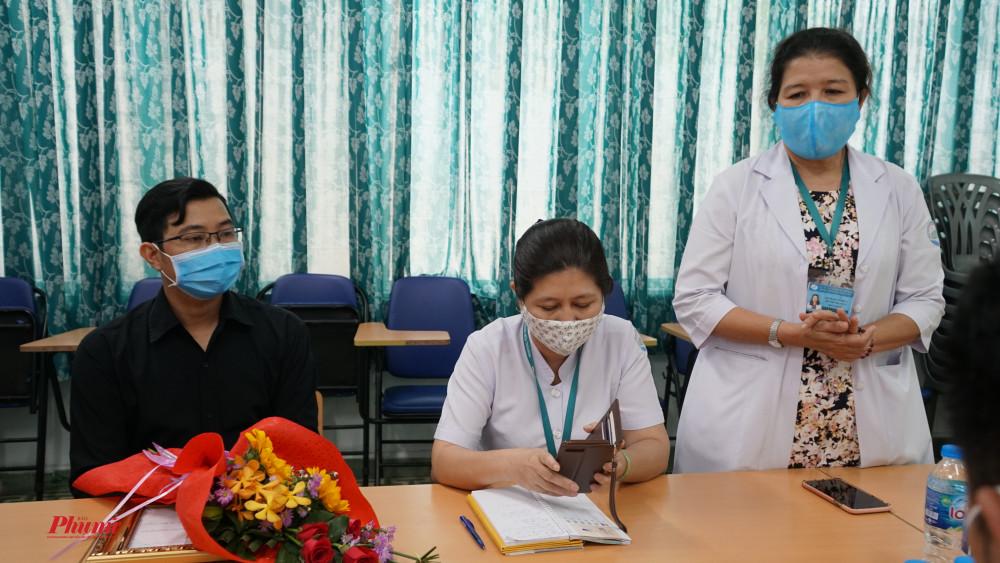 Bác sĩ Huỳnh Thị Loan - Phó Giám đốc Bệnh viện cám ơn mạnh thường quân đã đồng hành cũng bệnh viện