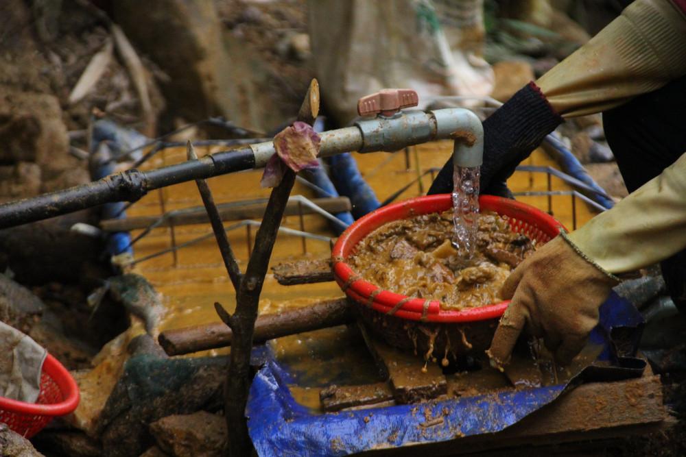 Việc xả thải trực tiếp ra môi trường khiến các dòng sông, suối trên địa bàn xã Tam Lãnh bị ảnh hưởng nặng nề.