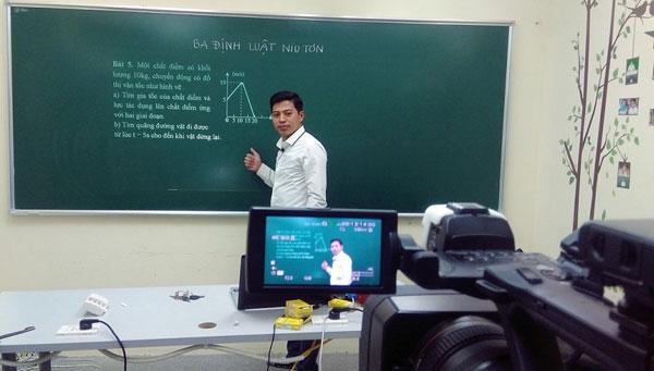 Giáo viên phải chuẩn bị công phu cho một bài giảng qua truyền hình