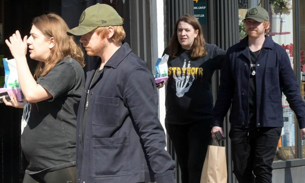 Rupert Grint và vợ xuất hiện trên đường phố.