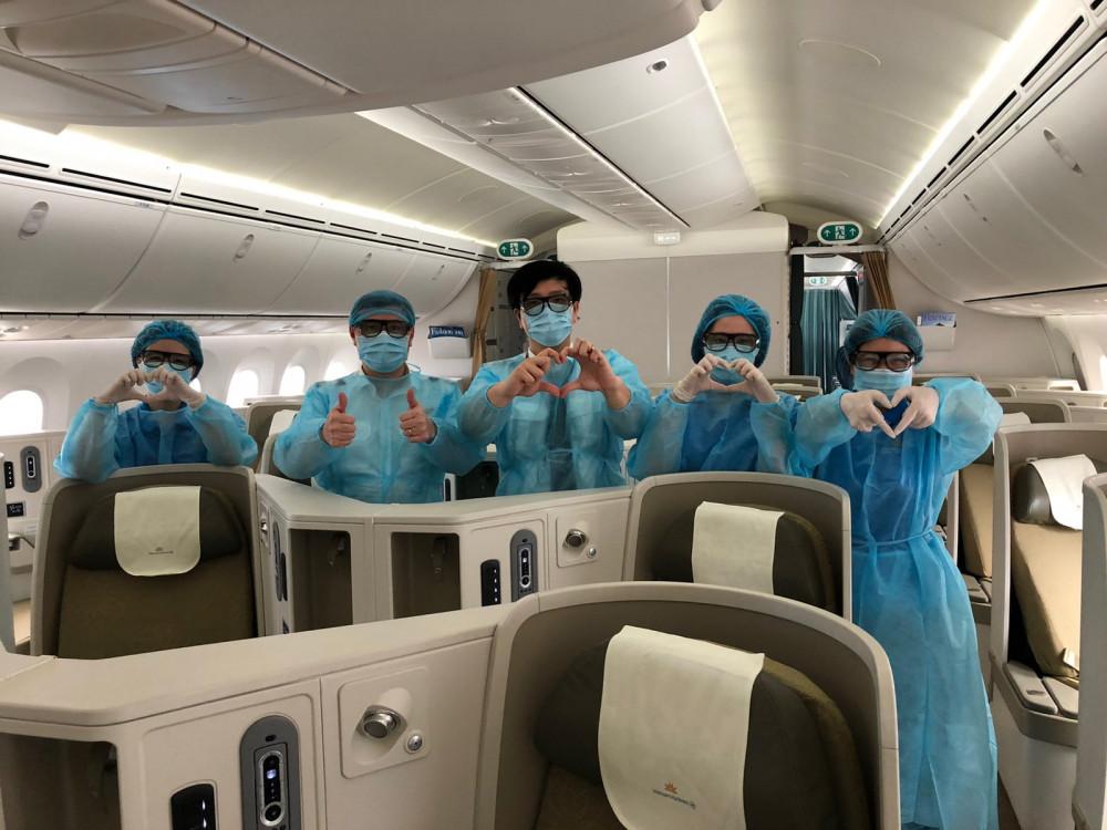 Tổ bay đưa công dân Việt Nam về nước từ Nhật Bản.