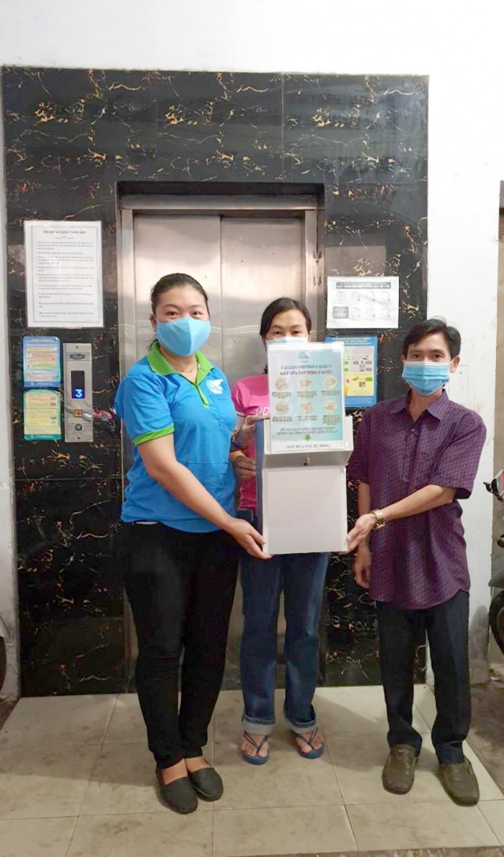 Máy rửa tay tự động được ráp sáng 11/4  tại chung cư 242 Phan Văn Khỏe, P.5,Q.6