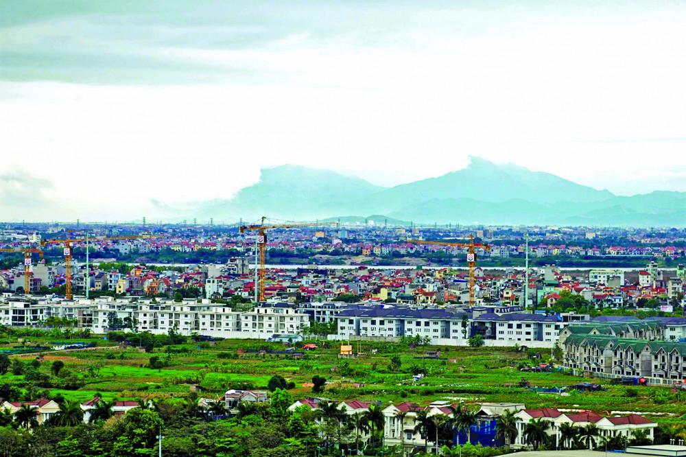 Từ Hồ Tây, nhìn thấy núi Tam Đảo cách Hà Nội 70km trong những ngày giãn cách xã hội