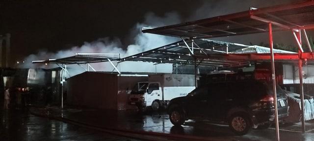 Đám cháy xảy ra trong xưởng đóng ghế ô tô, có nhiều vật dễ dẫn lửa