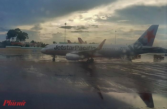Sân bay Tân Sơn Nhất từng nhiều lần bị ngập do các hướng thoát nước bị nghẹt rác. Ảnh: H.N
