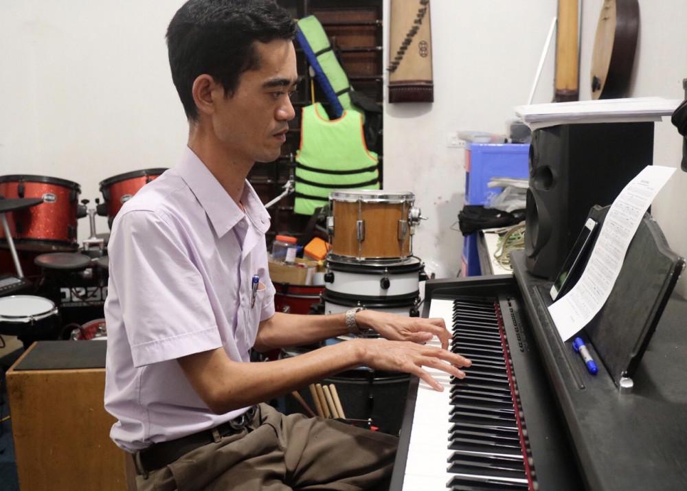 Sau 2 ngày, ca khúc Thắm tình Việt Nam đã được thầy Ái hoàn thiện