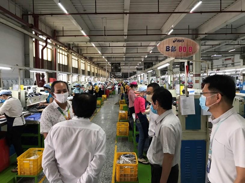 TP.HCM đã đình chỉ hoạt động sản xuất của công ty PouYuen đến hết ngày 15/4/2020. Ảnh:TTBC TP.HCM