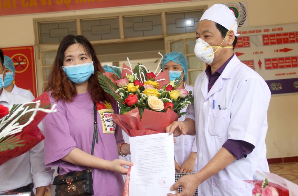 H. được xuất viện về nhà sau 3 tuần điều trị