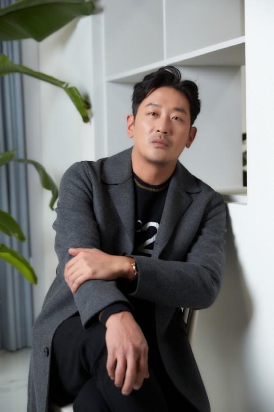 Ha Jung Woo chia sẻ kinh nghiệm khi bị hacker tống tiền.