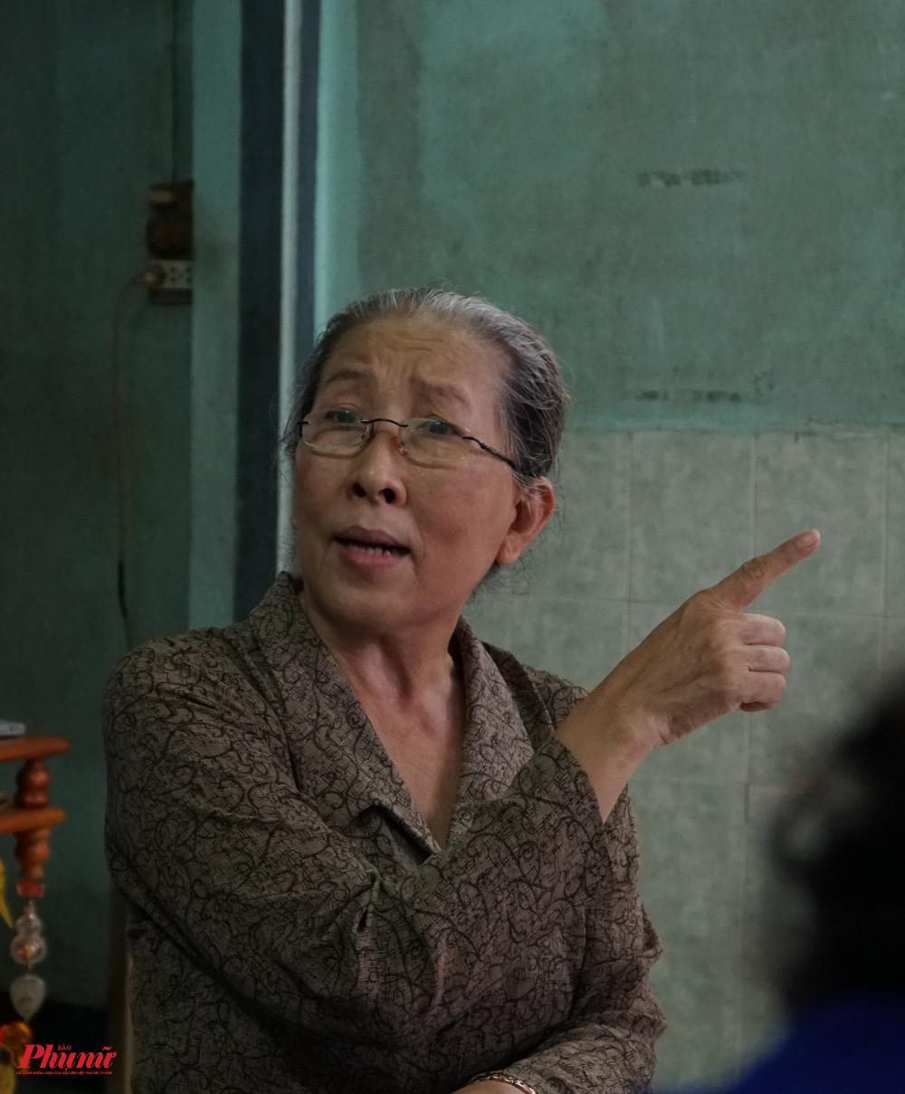 Nghệ sĩ Ngọc Dung vẫn nhớ vanh vách những vai bà từng diễn qua, lẫn những chuyện buồn, vui thở hát bội còn thịnh hành