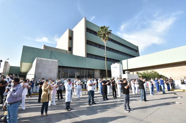 Các nhân viên bệnh viện đã biểu tình tại một bệnh viện sau khi một bác sĩ qua đời, tại thành phố Monclova, Coahuila, Mexico.