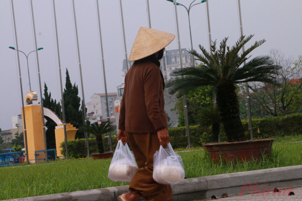 Tính đến 13 giờ trưa ngày 14/4 ba cây ATM gạo tại Trường Cao đẳng Công nhiệp Huế, ĐH Phú Xuân và Trung tâm thi đấu thể thao tỉnh Thừa Thiên - Huếđã có hơn 6 tấn gạo đã được cung cấp miễn phí cho người dân.