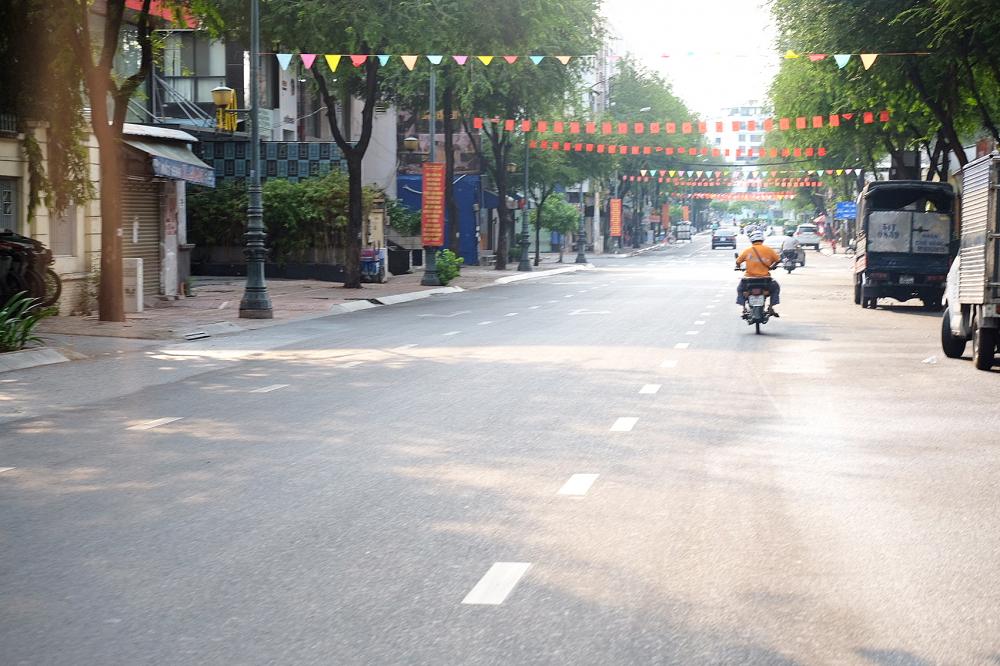 Khó nhận ra đây là đường Trương Định vào giờ tan tầm