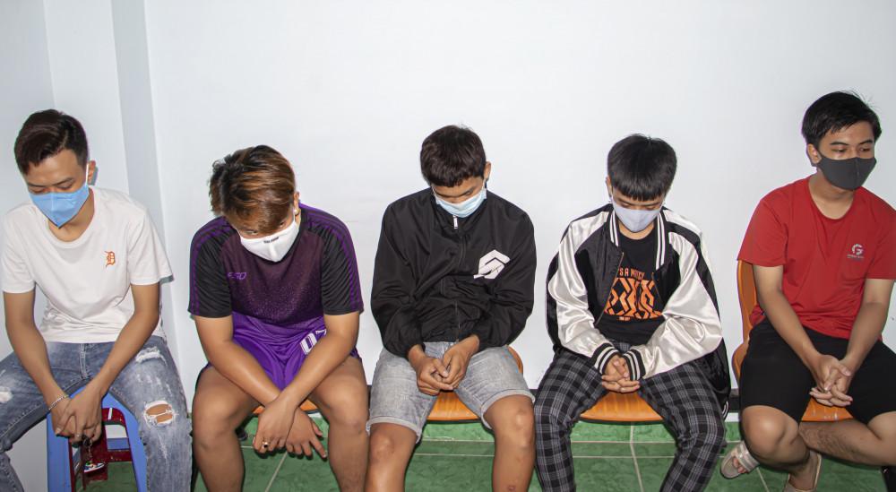 Các thanh thiếu niên liên quan trực tiếp đến vụ việc tại cơ quan công an