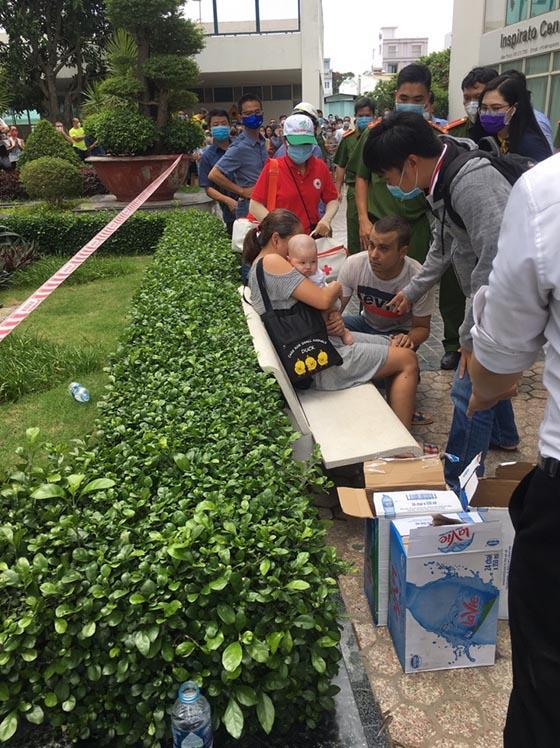 Lực lượng giải cứu thành công 4 người mắc kẹt trong vụ cháy chung cư Hoàng Anh Gia Lai.