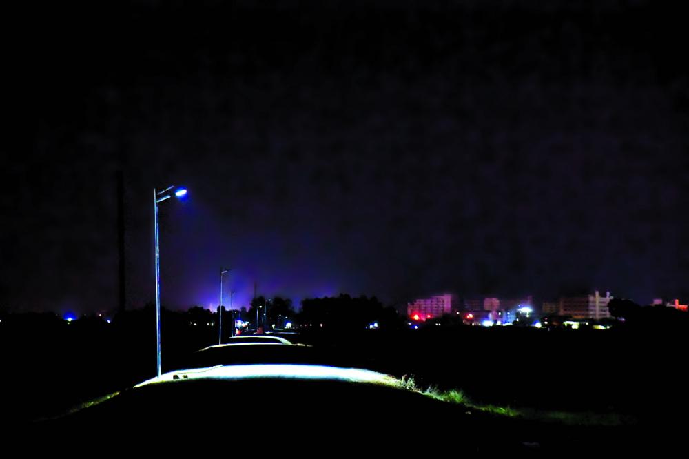 Một đoạn đường tuần tra biên giới tại Mộc Bài sau khi đượ c gắn đèn