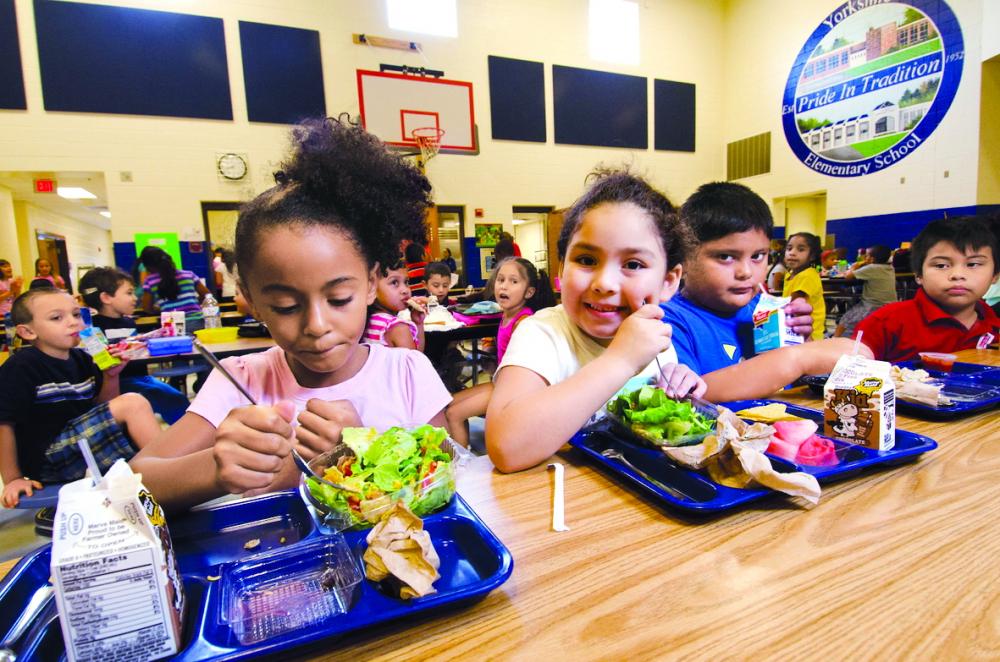 Mất đi sự bảo vệ của trường học, nhiều trẻ em có thể đối mặt với các vấn đề về dinh dưỡng, tinh thần và cả bạo hành