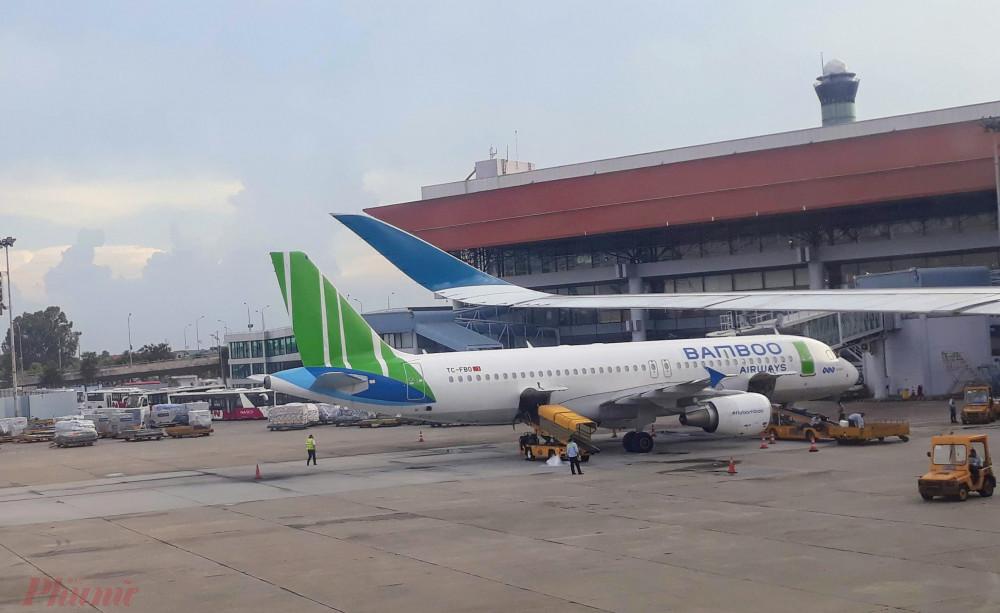 Các hãng hàng không Việt tung thẻ đi máy bay không giới hạn nhằm kích cầu tiêu dùng sau dịch. Ảnh: Quốc Thái