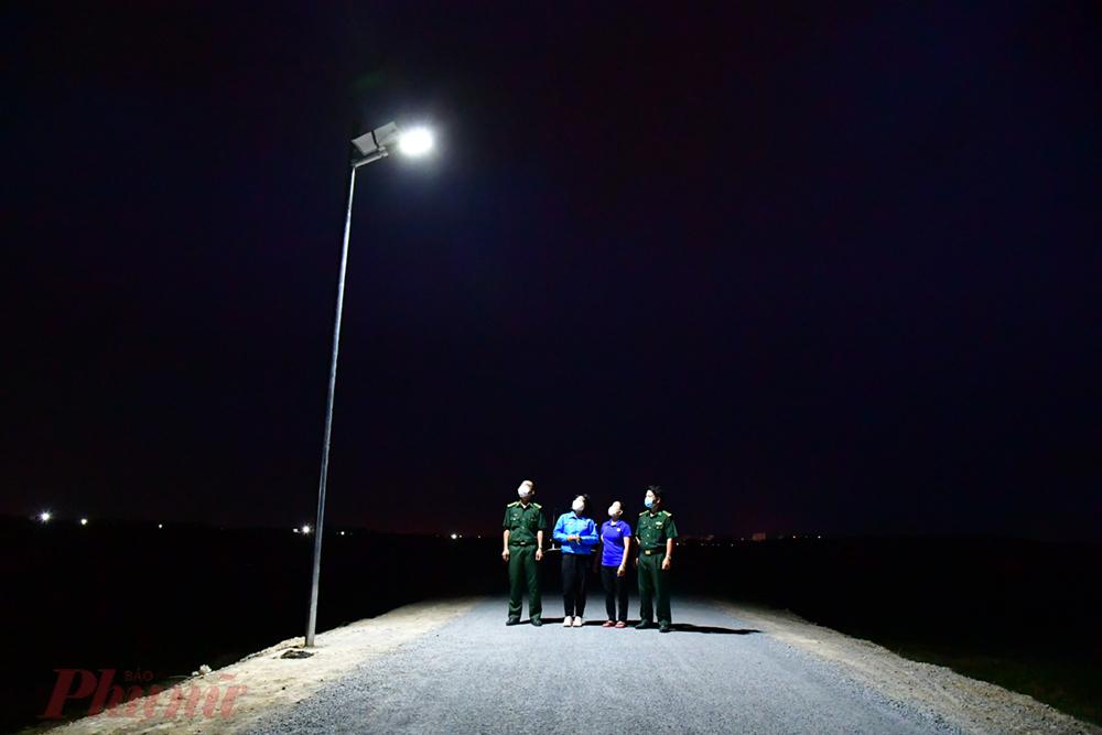 Sauk hi hoàn thành, các đèn được kiểm tra độ sáng vào ban đêm