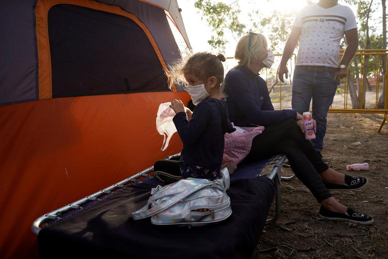 Yanisleydi de la Rosa, 34 tuổi và con gái Anyeli cruz de la Rosa, 4 tuổi, đang xin tị nạn ở Mỹ