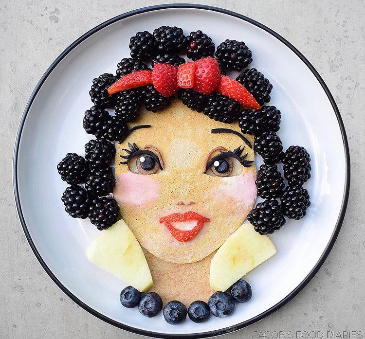 Nàng bạch tuyết được Laleh thực hiện bằng trái cây với dâu đen, dâu tây, việt quất...