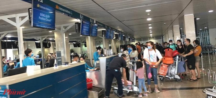 Các hãng bán vé các chặng bay chưa được cấp phép nhưng lại bắt hành khách thực hiện theo quy định cũ của hãng