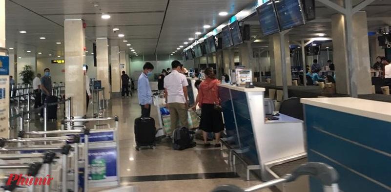 Nhiều hành khách mua vé máy bay về các tình/thành ngoài Hà Nội, TPHCM, Đà Nẵng trong khoảng thời gian từ ngày 16 đến 22/4 đã không thể bay
