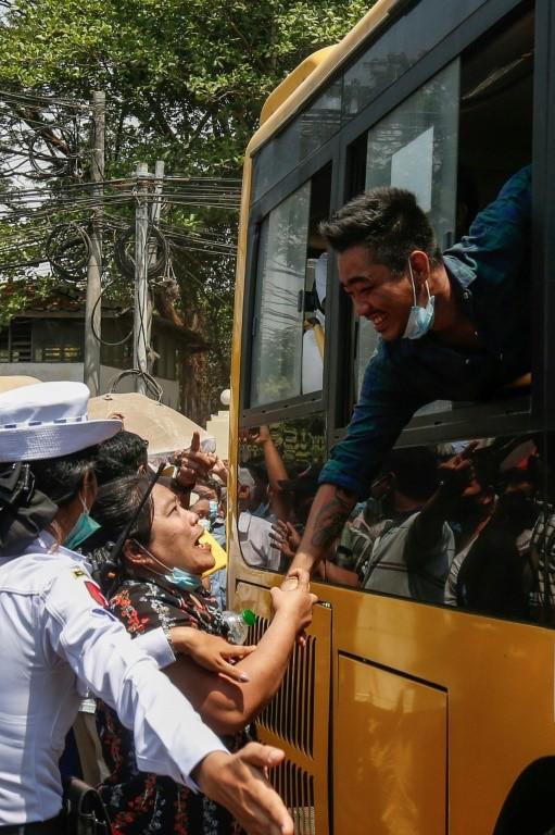 Myanmar ban hành lệnh ân xá hàng năm cho hàng ngàn tù nhân vào dịp Tết tháng tư, nhưng đây là lần lớn nhất từng được ghi nhận. Ảnh: AFP