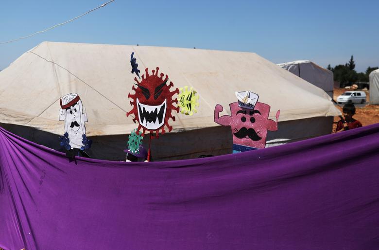 Một buổi múa rối được tổ chức cho trẻ em nơi đây xem, với chủ đề nói về dịch bệnh cũng như các biện pháp phòng tránh.