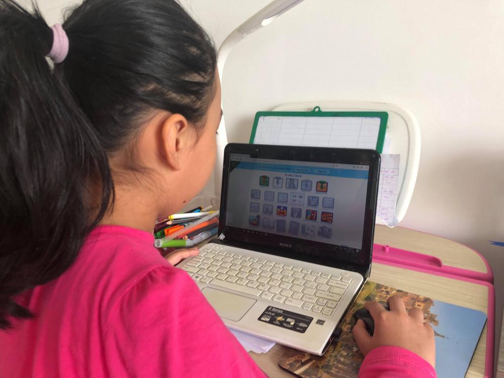 Học sinh TPHCM tiếp tục học online tại nhà