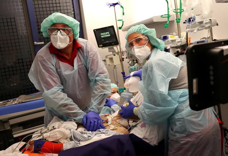 Phòng điều trị tích cực là nơi đầy ám ảnh với bệnh nhân mắc COVID-19 lẫn đội ngũ y, bác sĩ.