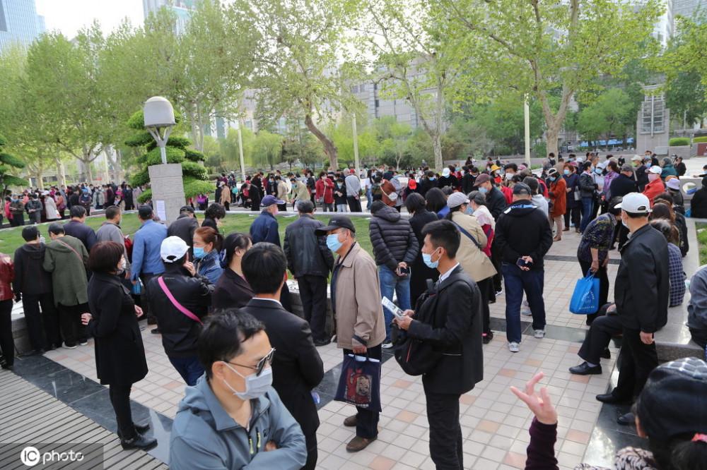 Rất nhiều người đến tham gia ngày hội tìm bạn trăm năm (Ảnh Sohu)