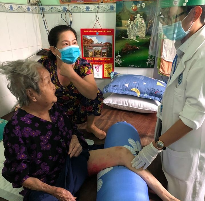 Bệnh viện Da Liễu TP.HCM sẽ tiếp tục hoạt động tư vấn trực tuyến bệnh qua zalo và khám bệnh tại nhà cho người cao tuổi đến ngày 22/4/2020.