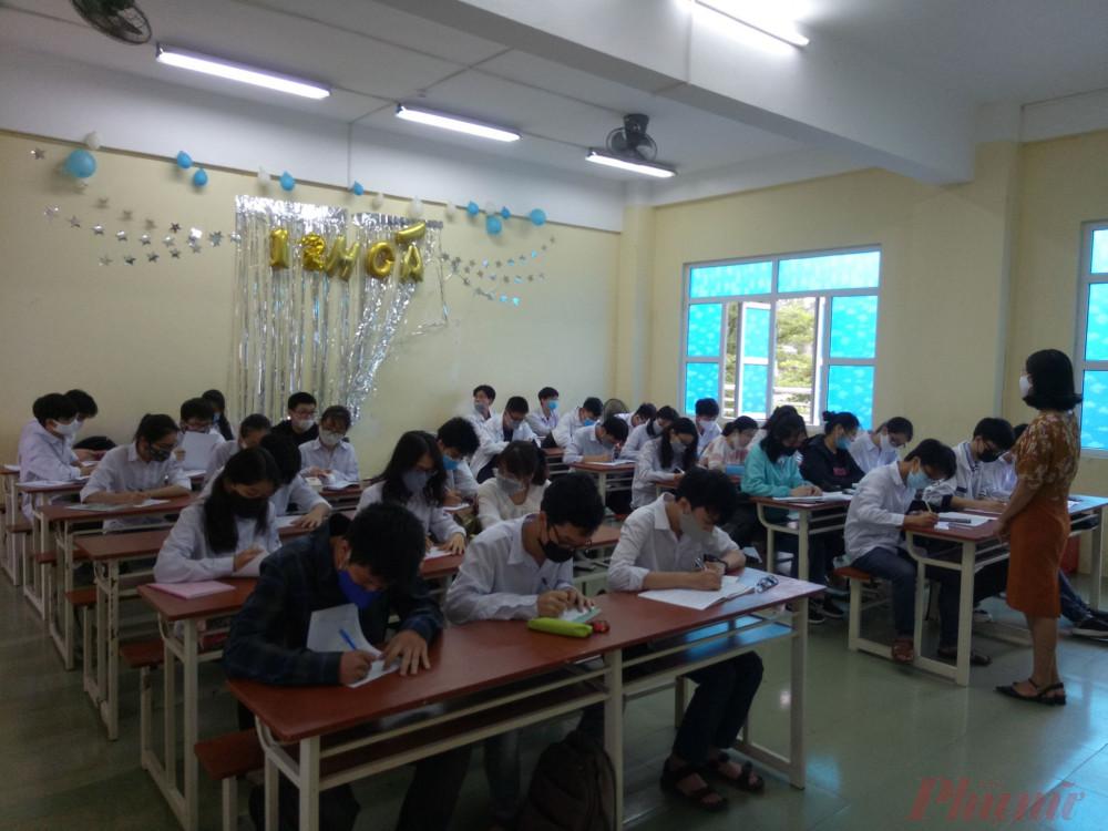 100% học sinh đeo khẩu trang trong giờ học