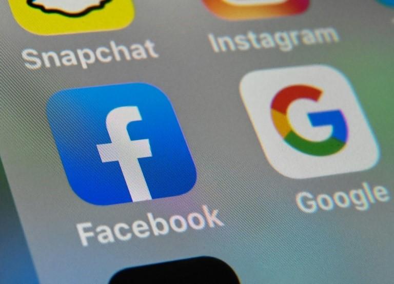 Úc tuyên bố bắt đầu buộc Google và Facebook trả tiền cho các hãng tin khi sử dụng nội dung. Ảnh: AFP