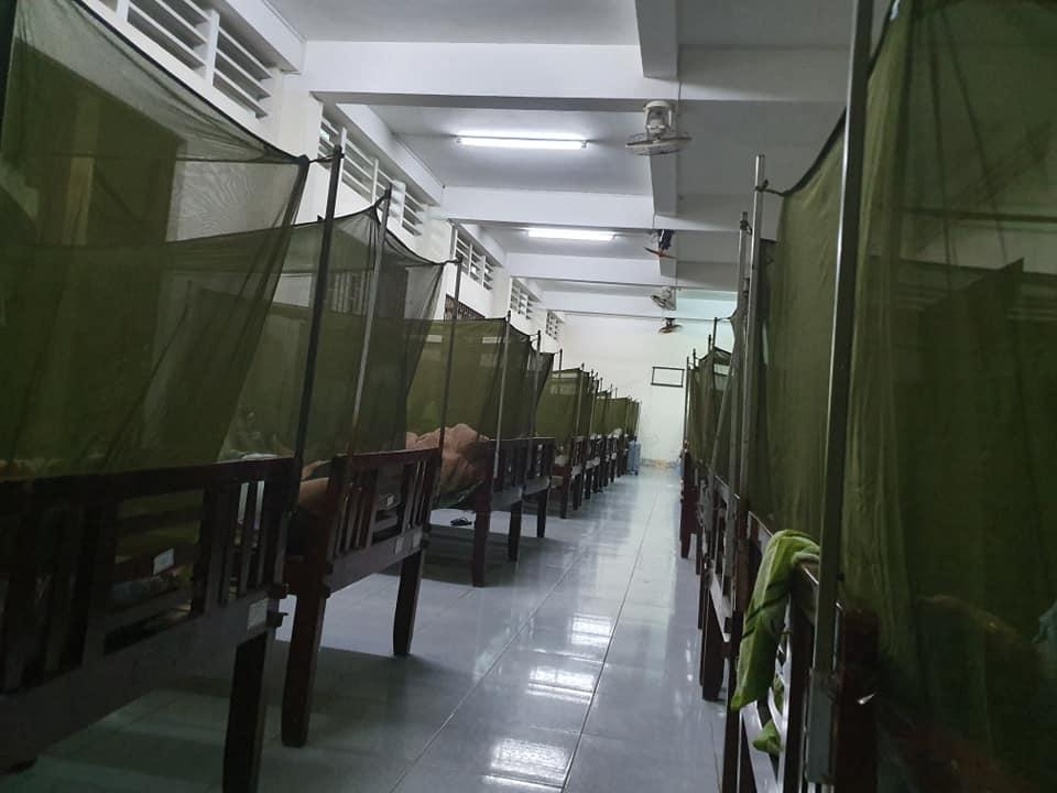Khu nghỉ ngơi của phụ nữ trong khu cách ly ở Trường Quân sự tỉnh Vĩnh Long
