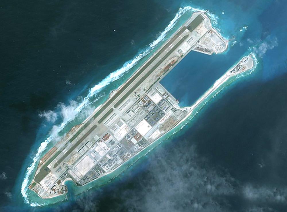 Đảo Chữ Thập thuộc quần đảo Trường Sa của Việt Nam bị Trung Quốc sử dụng vũ lực chiếm đóng và cải tạo thành đảo nhân tạo phi pháp - ảnh: csis/amit