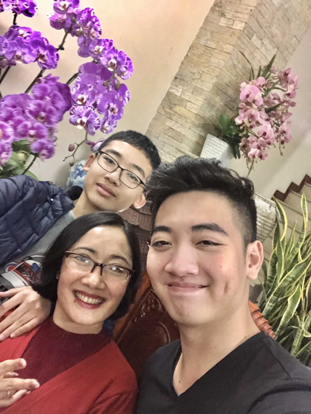 Nhà thơ Đỗ Mai Hòa và 2 con trai