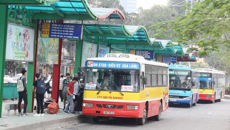 Hiệp hội vận tải đề xuất cho xe bus và taxi của Hà Nội hoạt động trở lại