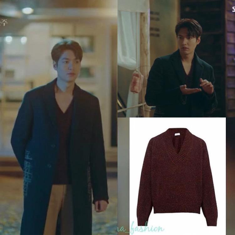 Rẻ nhất trong tủ đồ của Hoàng đế điển trai trong hai tập đầu là chiếc áo len đỏ cổ tim của thương hiệu RAEY, giá 270 bảng (gần 9 triệu đồng).