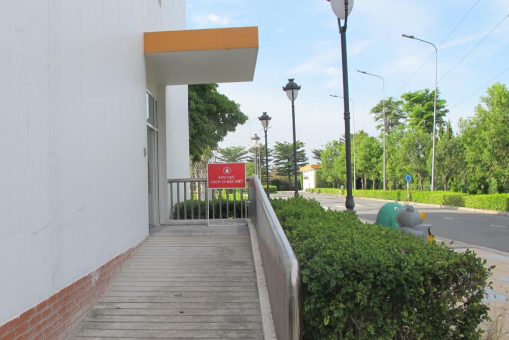 Lối đi dành riêng khi chuyển bệnh nhân từ phòng khám sàng lọc vào khu vực cách ly điều trị