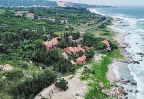 Nhiều dự án du lịch nghĩ dưỡng ở Bình Thuận cũng bị án binh bất động nhiều năm