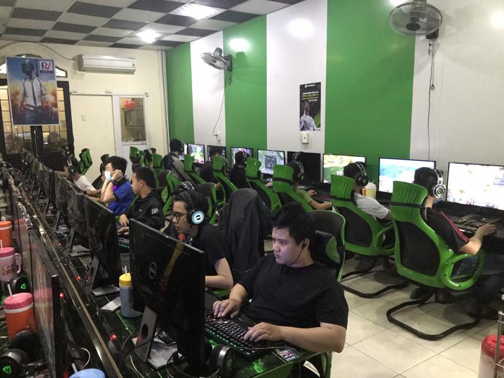 Trung tâm thể thao điện tử Tiến Quang  bất chất lệnh tụ tập đông người vẫn mở quán game