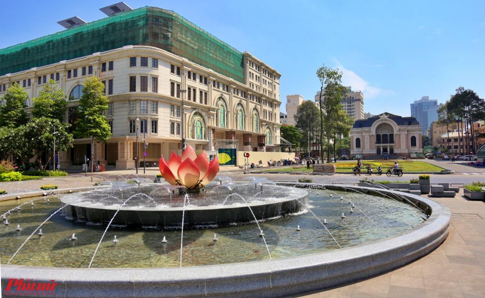 Trước đó, UBND TPHCM cũng tái lập đài phun nước nơi trước là ngã tư giao giữa đường Lê Lợi và Nguyễn Huệ (quận 1), hướng nhìn thằng về nhà hát thành phố