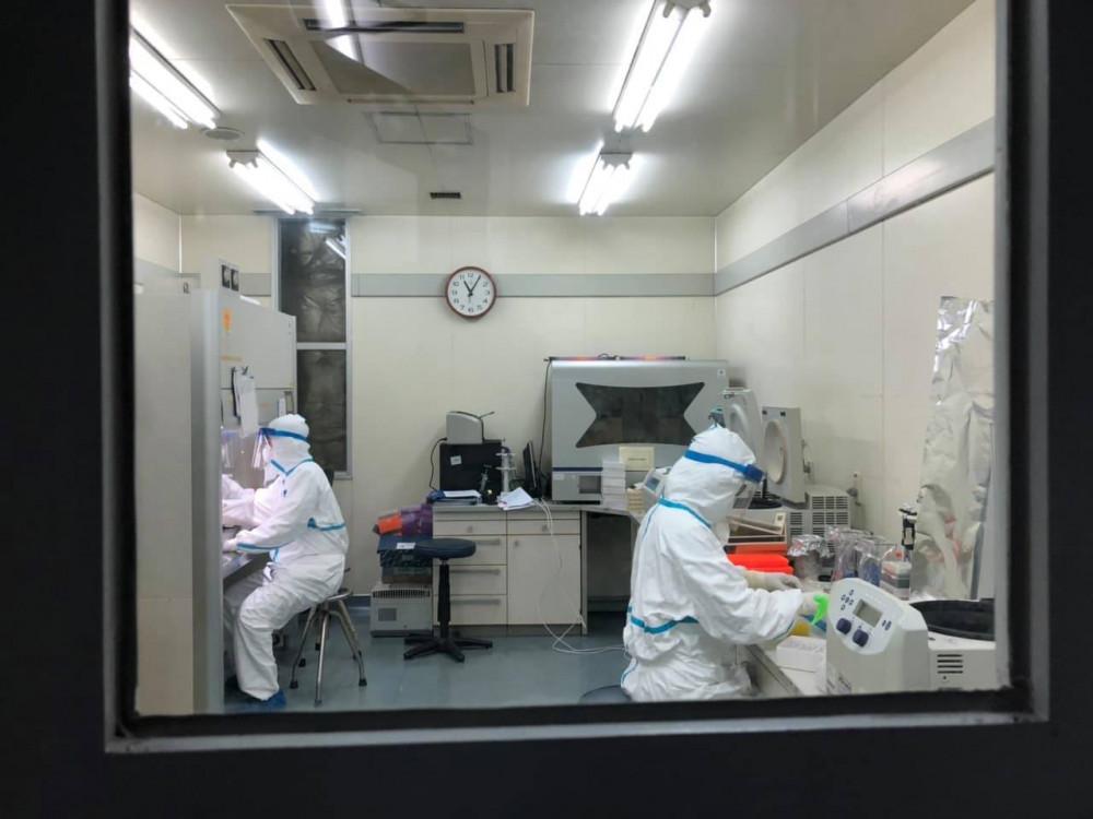 Việc mua máy xét nghiệm COVID-19 đang được các tỉnh rà soát lại.