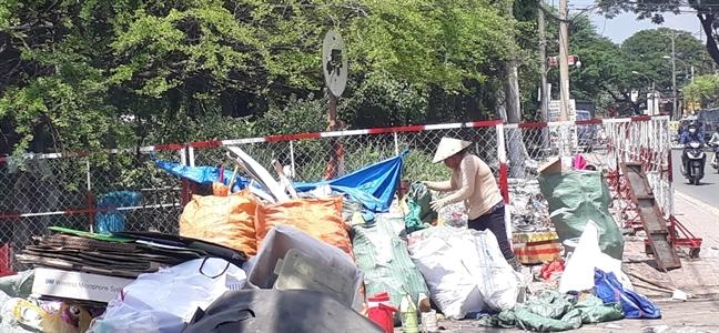 NHững lao động tự do, người thu gom rác... sẽ được hỗ trợ để vượt qua khó khăn doCOVID-19