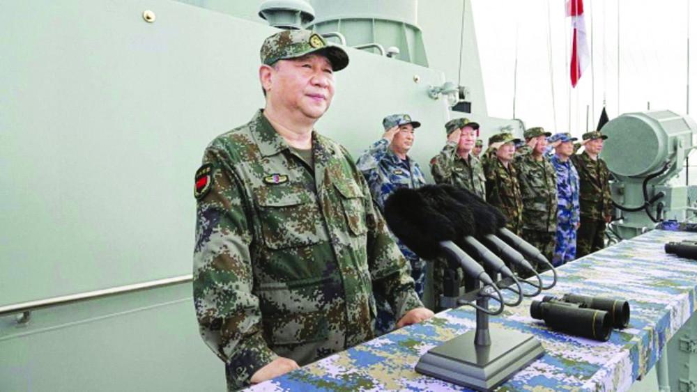 Chủ tịch Trung Quốc Tập Cận Bình kiểm tra một cuộc tập trận quân sự chung ở Biển Đông vào tháng 4/2018 - Ảnh: Tân Hoa Xã