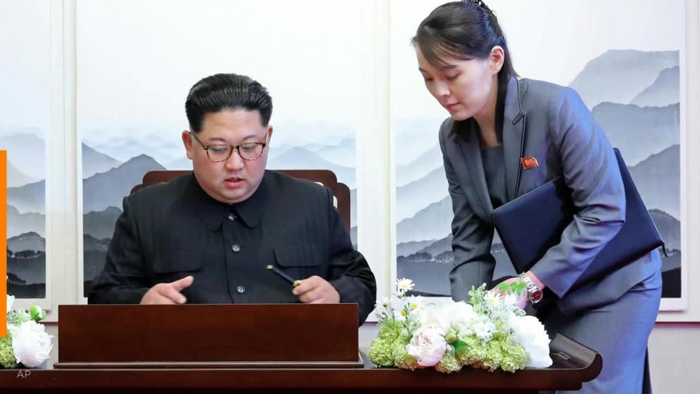 Nhiều tin đồn cho rằng ông Kim Jong-un rơi vào nguy kịch sau ca phẫu thuật tim và em gái của ông - Kim Yo-jong - có thể sẽ là người thay thế vị trí lãnh đạo.
