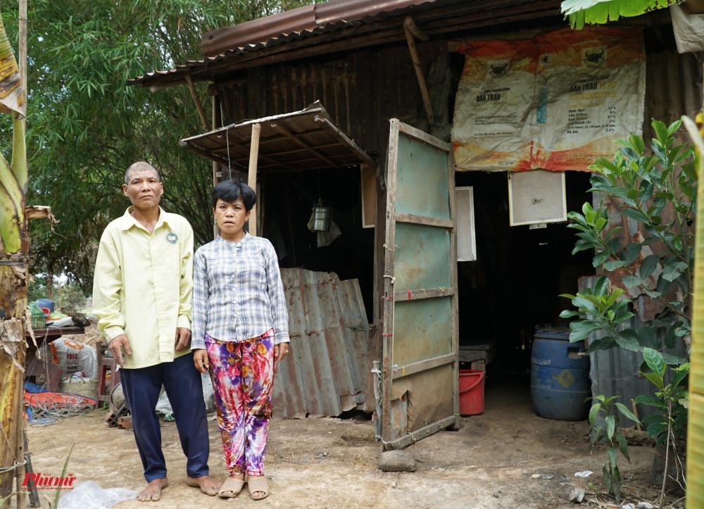 Ngôi nhà tạm bợ của cặp vợ chồng nghèo được chính quyền địa phương vận động giúp đỡ